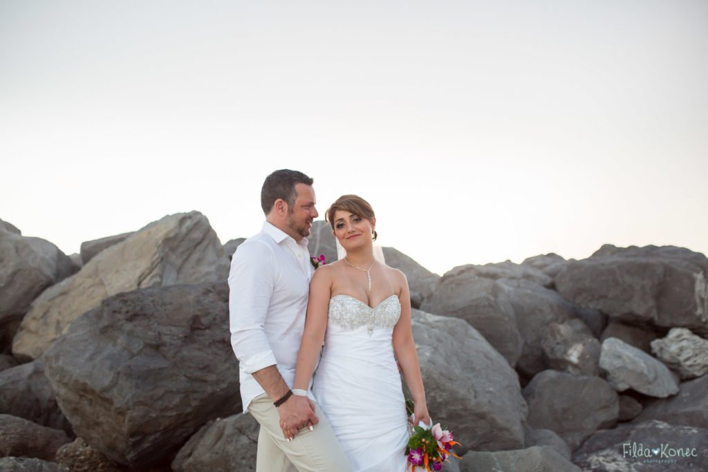 wedding couple with rocks in the background