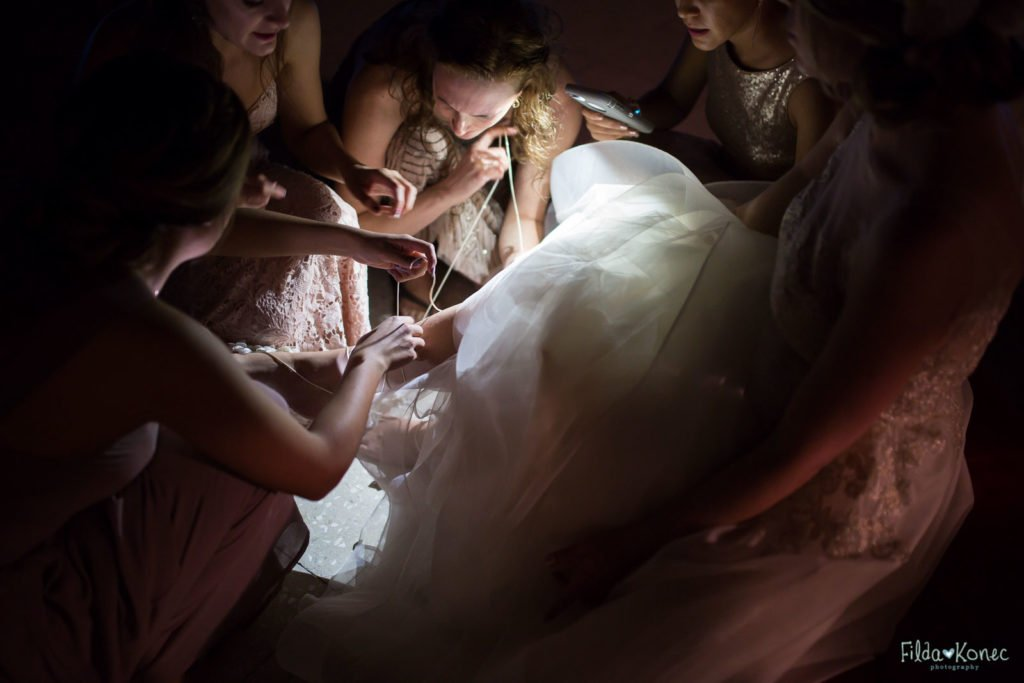 girls bustling up brides dress